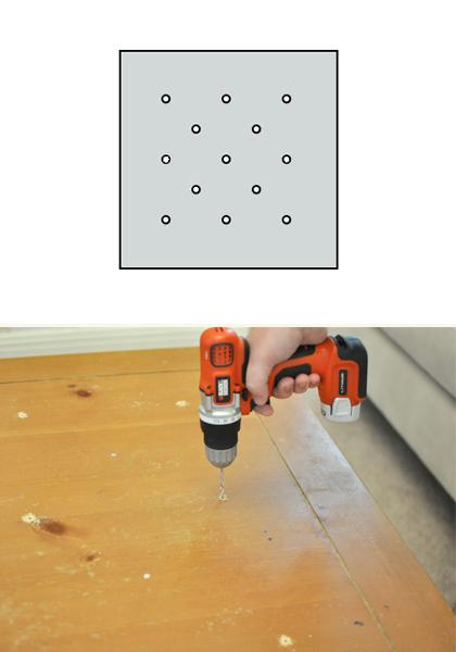 2. Para um pufe com capitonês, faça um padrão de furos no tampo da mesa, por onde os botões serão tensionados.
