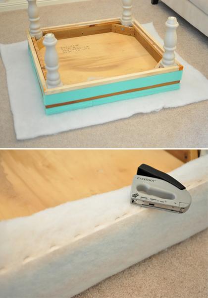 4. Aplique uma espuma fina sobre a base já pronta e fixe com um grampeador para o acabamento interno da peça.