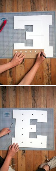 Com a letra pronta, faça alguns eixos no centro e em seguida, corte pequenos furos com uma distância de +- 5cm entre eles em todos os eixos para encaixar as lâmpadas