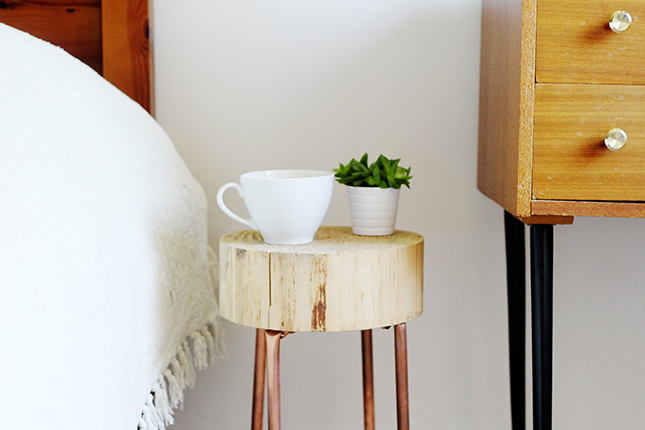 decoradornet-diy-mesa-lateral-cobre-e-madeira-pronto