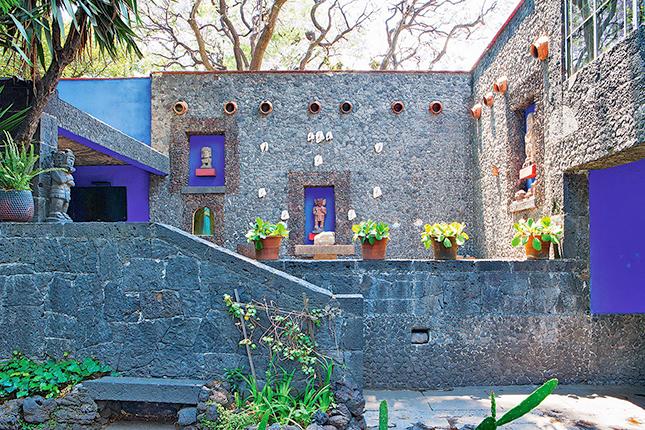 Fachada externa do estúdio de Frida, projetado em 1946 por Juan O'Gorman