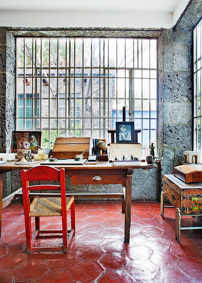 O pequeno escritório, dentro do estúdio